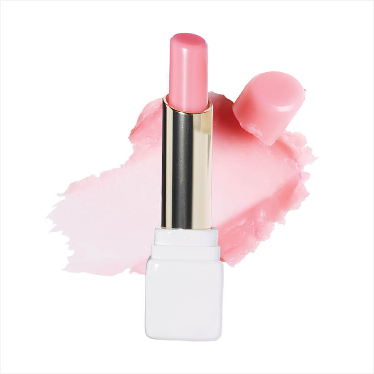 맑은 핑크 컬러로 호호바 오일이 입술을 촉촉하게 가꿔준다. 키스키스 로즈 립밤, 모닝 로즈, 4만5천원, Guerlain.