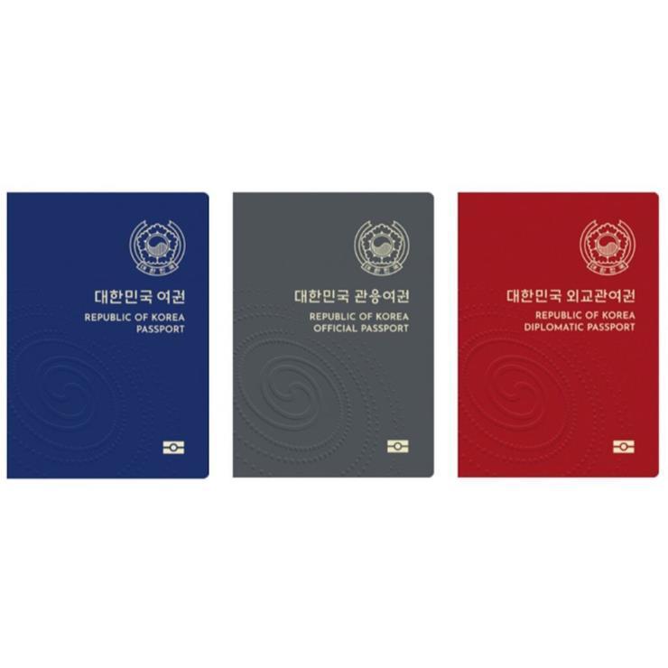 여권 디자인이 변경되는 것에 더해 여권 갱신도 온라인으로 가능해진다.