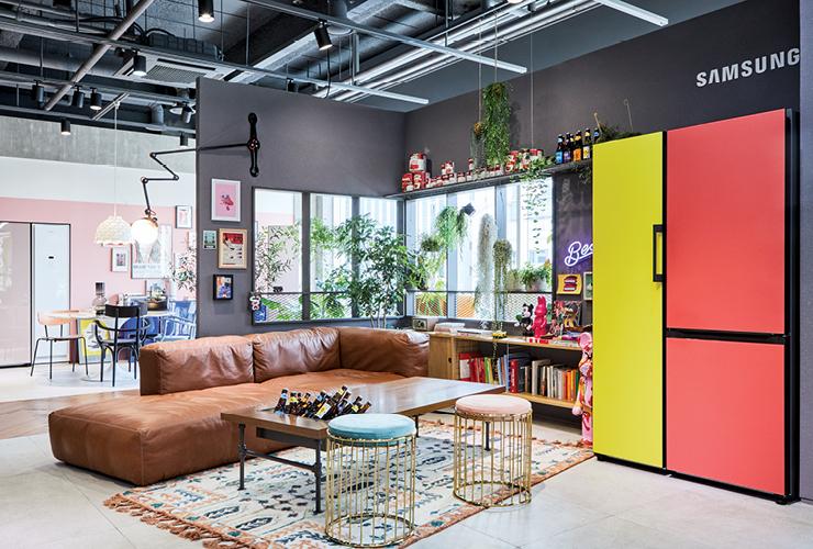가전을 나답게! 다양한 컬러와 개성 그리고 취향을 담은 삼성 비스포크 냉장고를 중심으로 흥미로운 콘셉트 공간이 연출된 #ProjectPRISM.