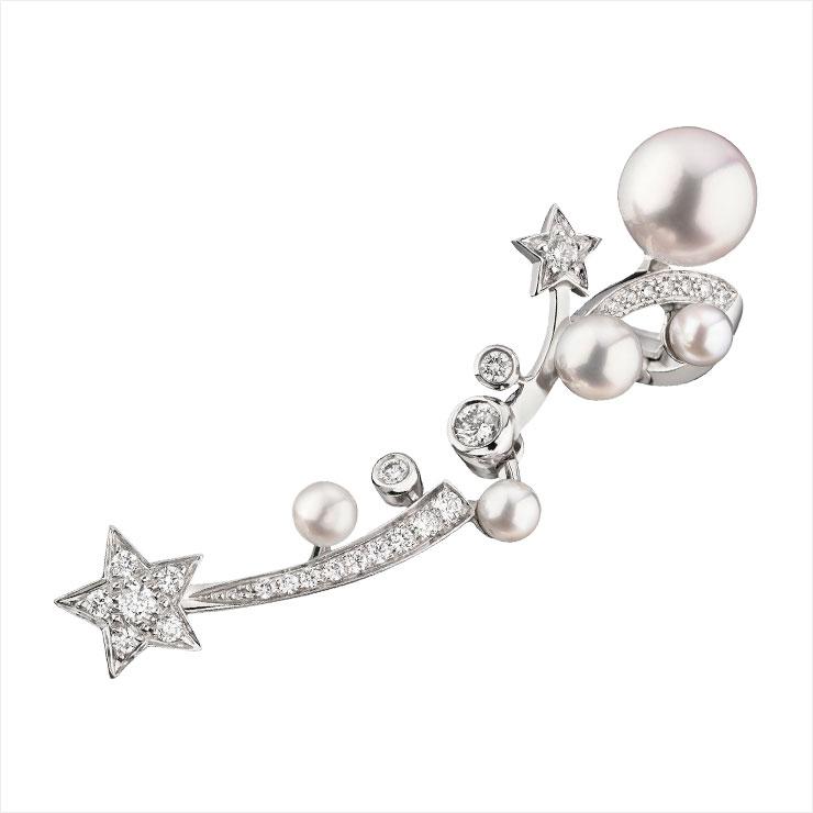 진주와 다이아몬드가 세팅된 이어링은 Chanel watches & fine Jewelry.
