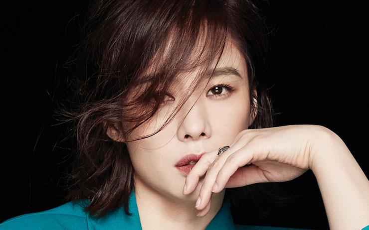 <왓쳐>에서 열연한 배우 김현주의 다채로운 매력 미리보기.