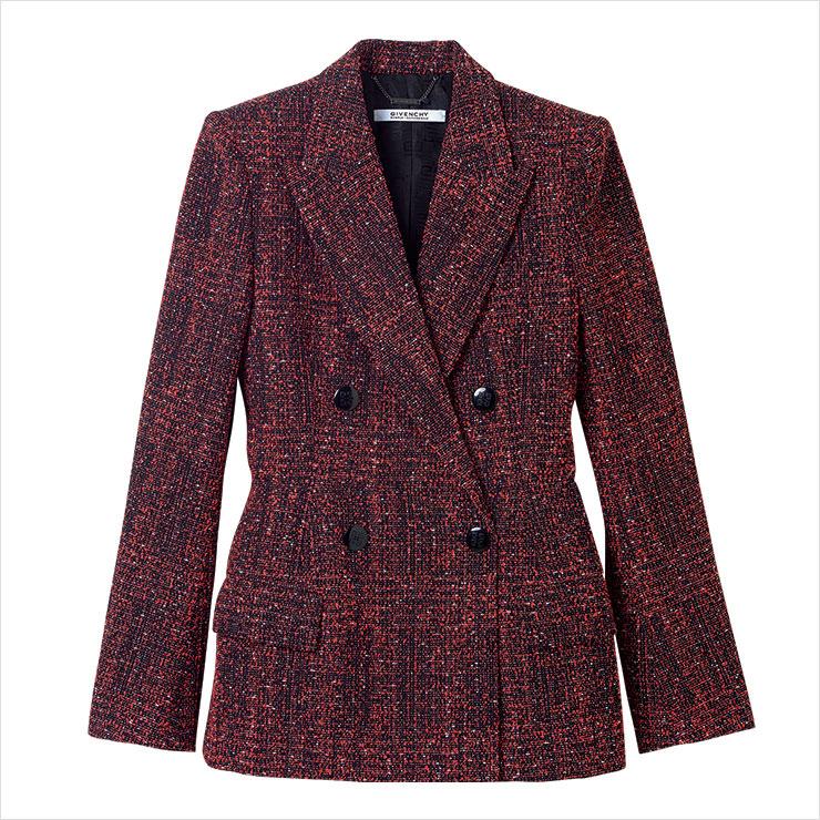 입체적인 형태의 재킷은 가격 미정, Givenchy.