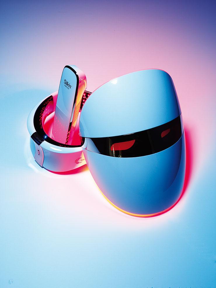 (왼쪽부터) 306개의 LED가 늘어진 목 피부 속 콜라겐 생성을 촉진한다. 넥클레이, 79만2천원, Cellreturn. 고주파 에너지와 LED 레드 라이트, 열에너지 세 가지 기능을 동시에 갖췄다. 피부를 리프팅해 V 라인을 만들어주는 고주파 마사지기 페이스 타이트 2.0, 55만원, Silk'n. 국내 출시된 LED 마스크 중 유일하게 미국식품의약국(FDA)의 클라스 Ⅱ 인가를 획득해 안전성을 입증했다. 지난 7월 새롭게 업그레이드해 출시된 더마 LED 마스크, 1백19만9천원, LG Pra.L.