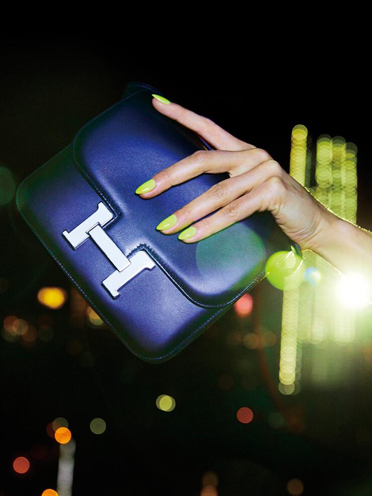 로고 장식의 핸드백은 가격 미정, Hermès.