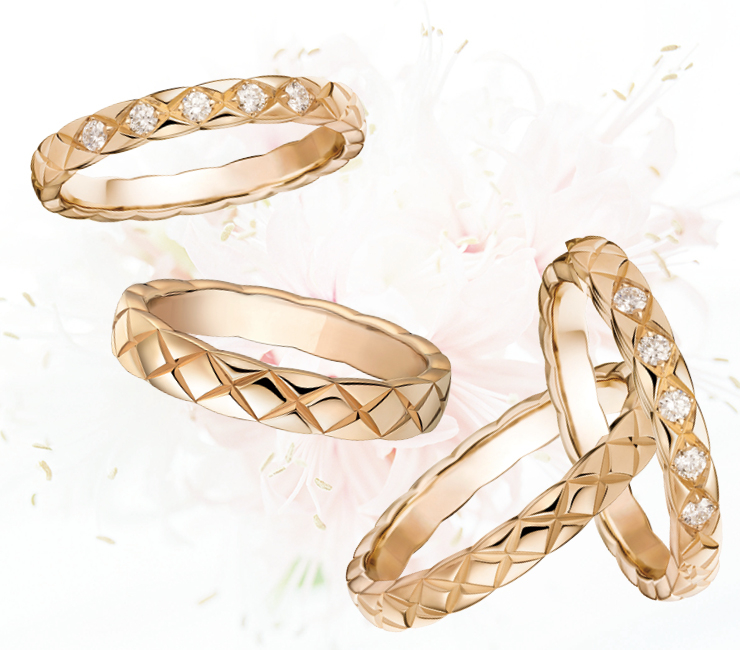 (왼쪽부터) 18K 베이지골드에 5개의 다이아몬드를 세팅해 특별함을 더했다. 겉면에 퀼팅 모티프를 새긴 '코코 크러쉬' 링은 가격 미정. 18K 베이지골드 소재의 링은 가격 미정.