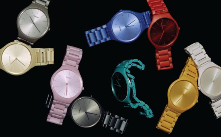르 코르뷔지에의 색을 입은 시계.