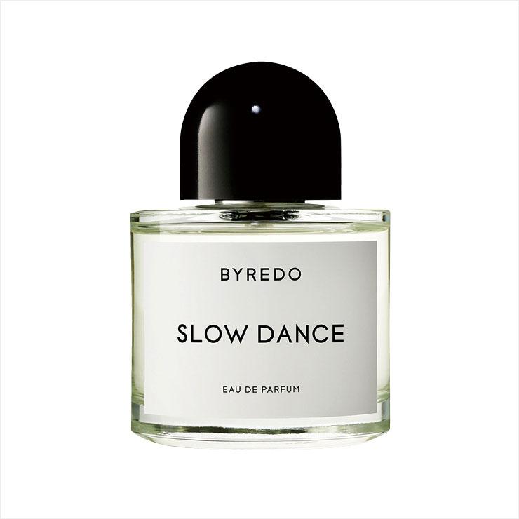달콤한 바닐라와 상쾌한 제라늄처럼 개성이 뚜렷한 원료가 모였음에도 충돌이 아닌 묘한 조화를 이루는 슬로 댄스, 100ml 29만8천원, Byredo.