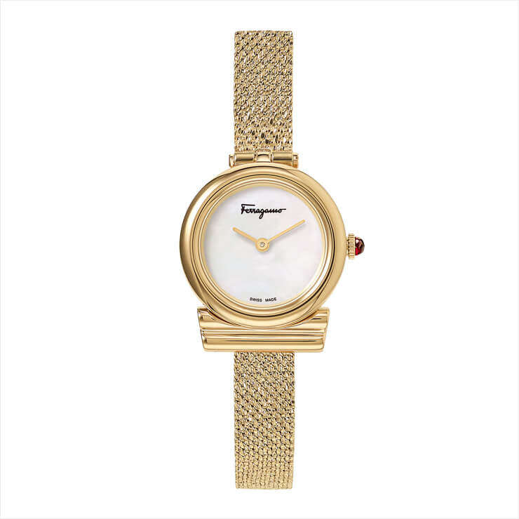 심플한 디자인의 스틸 워치는 94만원, salvatore Ferragamo Timepiece by Gallery O'clock.