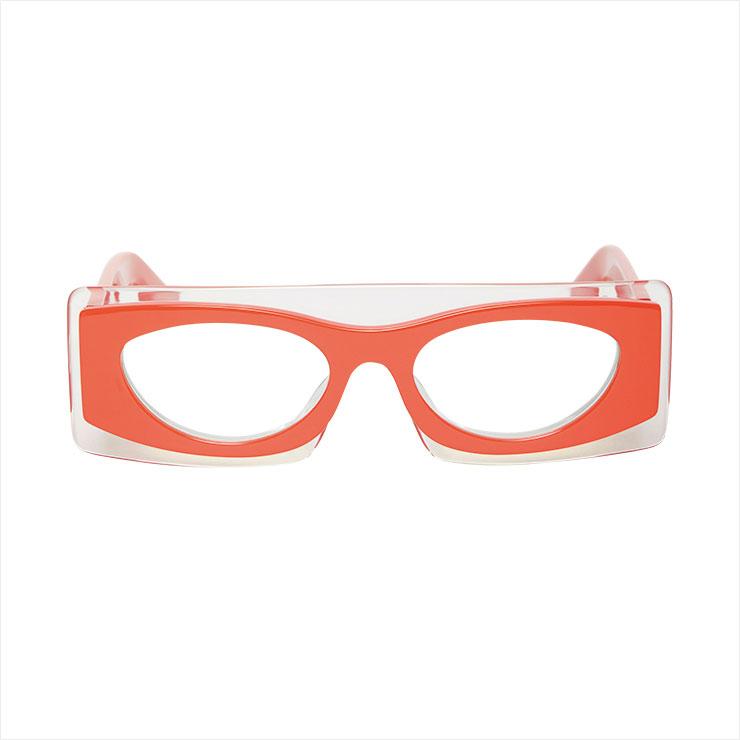 오렌지 컬러를 더한 유니크 프레임의 안경은 가격 미정, Kenzo.