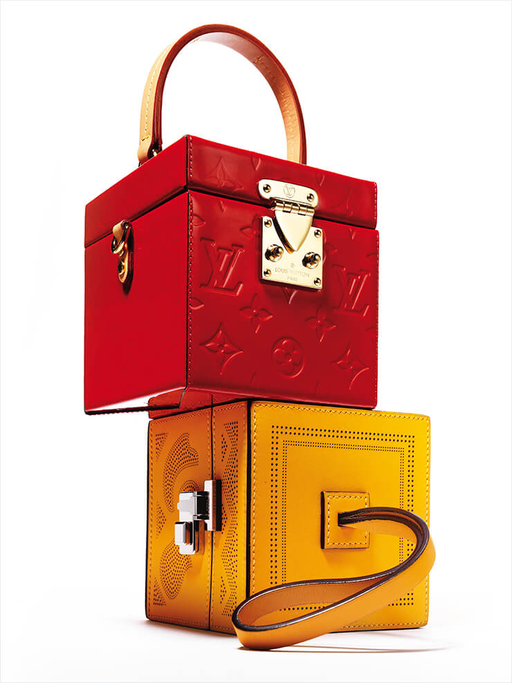 트렁크에서 영감받은 모노그램 패턴의 박스 백은 3백77만원, Louis Vuitton. 머스터드 옐로 컬러의 박스 백은 6백만원대, Moynat.