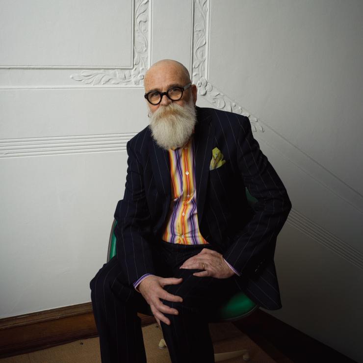 미술작가 에이에이 브론슨은 캐나다 출신 3인 컬렉티브 '제너럴 아이디어'의 멤버로 활동했으며, 1994년 다른 두 멤버가 에이즈로 별세한 뒤 개인의 작업 활동을 이어가고 있다.