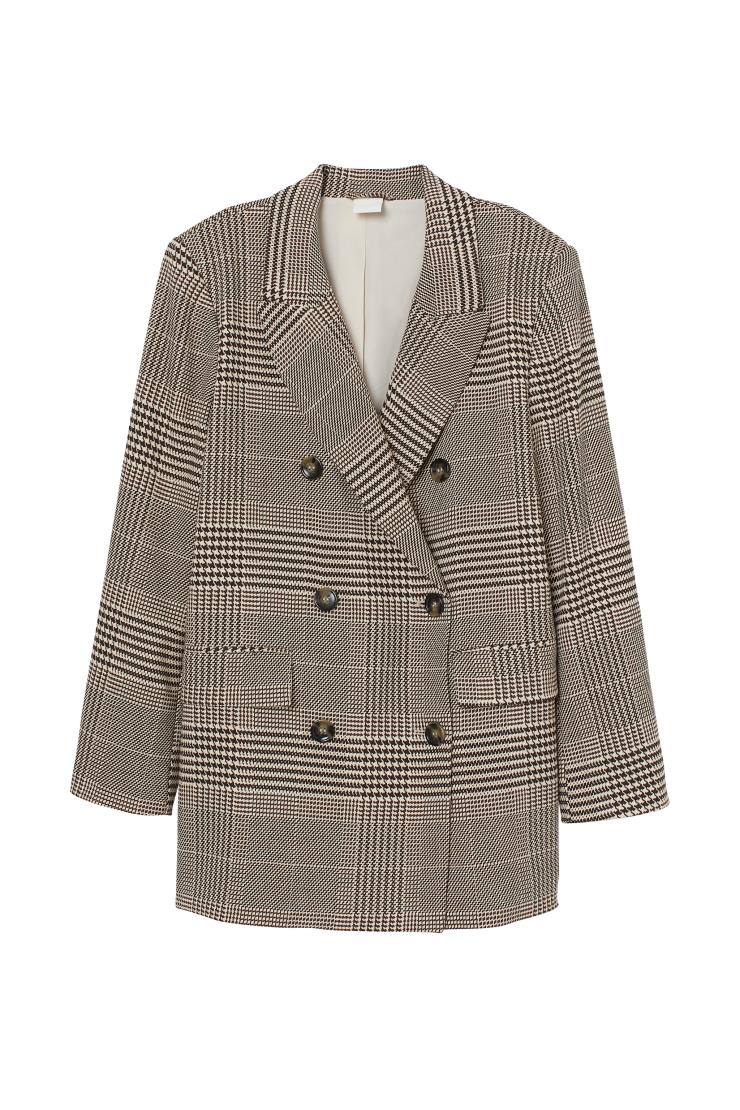 모던한 체크 패턴이 특징인 재킷은 5만원대, H&m