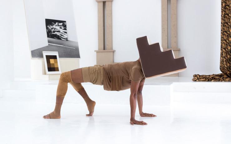 지미 로버트, 'Descendances Du Nu', 2016, 퍼포먼스 장면, 프랑스 델므 시너고그 컨템퍼러리 아트센터, Photo by O.H. Dancy, Courtesy of the artist and Tanya Leighton, Berlin.