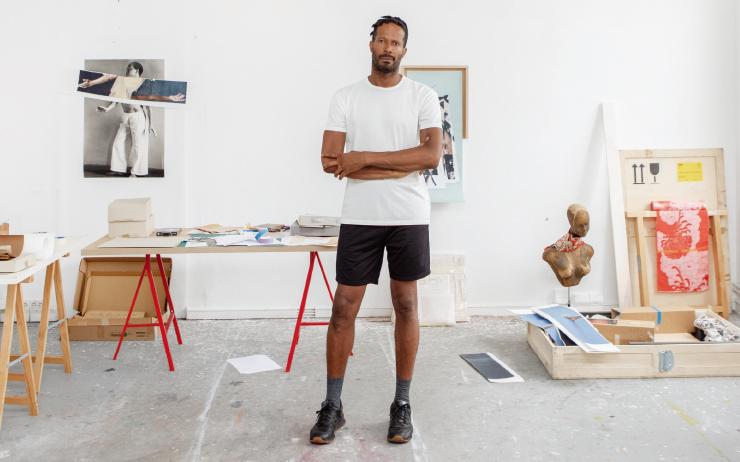 프랑스령 과들루프 출신 미술작가 지미 로버트는 베를린 소재의 탄야 레이턴 갤러리와 함께 작업한다.