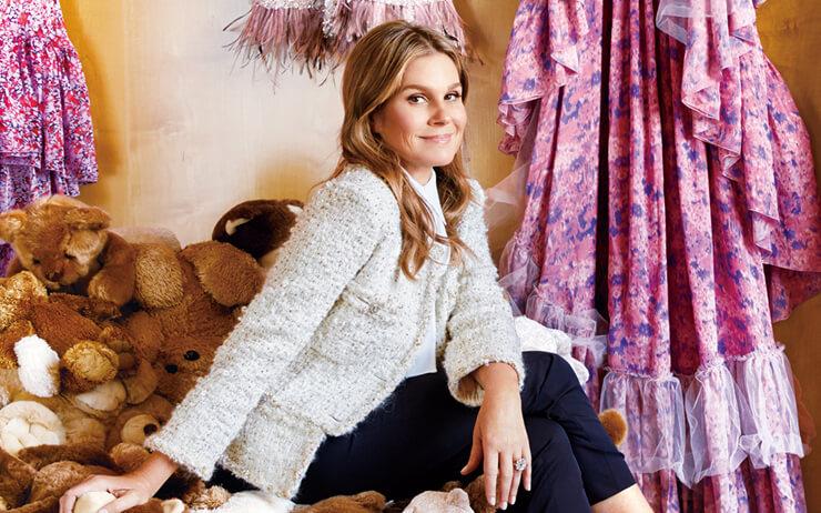 우아한 스타일을 지닌 에스티 로더의 상속녀 에이린 로더의 파리 아파트 첫 공개.