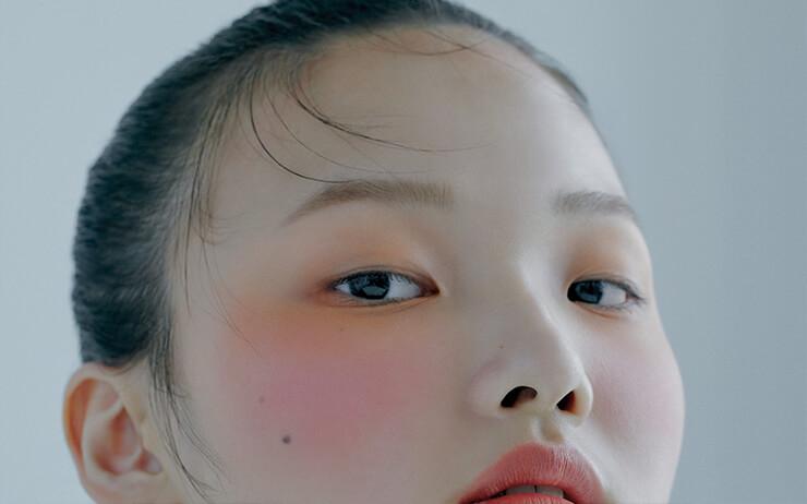 고요하고 아름다운 스쿠(SUQQU) 여인의 초상.