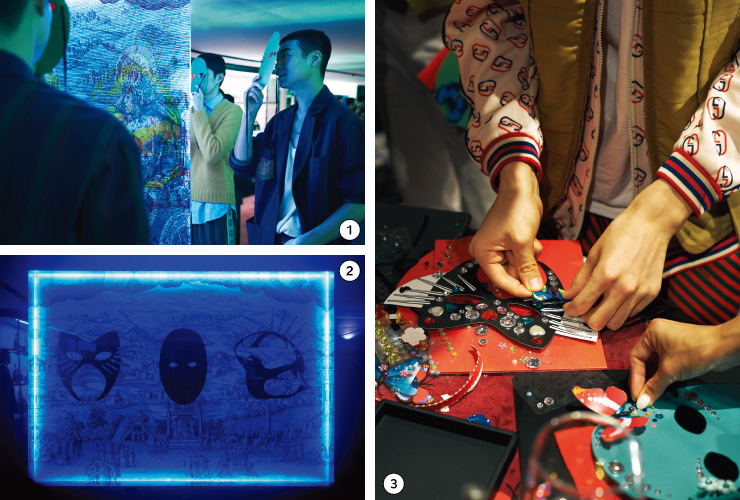 1, 2 마스크에 따라 세 가지 숨은 그림을 확인할 수 있는 월 일러스트레이션 존. 3     게스트들이 직접 자신의 마스크를 만드는 DIY 존.