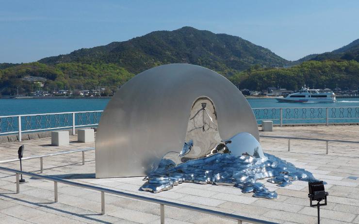 도시를 살리는 예술 일본에는 유난히 3년마다 돌아오는 트리엔날레가 많다.