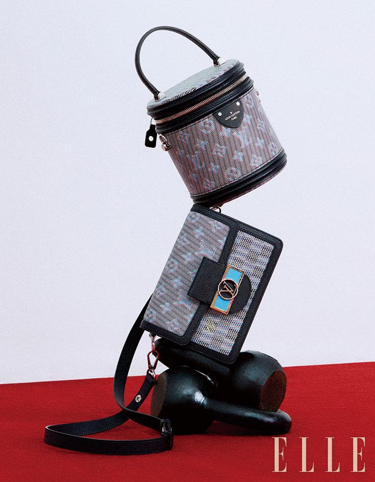 일렉트릭 무드의 블루 모노그램을 더한 '미니 도핀(Mini Dauphine)' 백과 뷰티 케이스에서 유래한 '깐느(Cannes)' 백은 모두 Louis Vuitton.