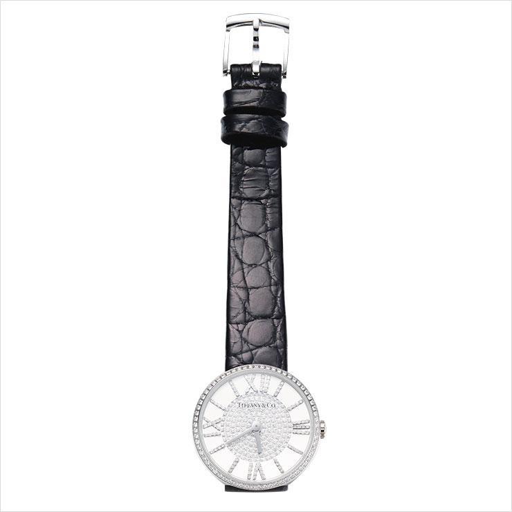 파베 다이아몬드가 세팅된 블랙 악어가죽 스트랩 워치는 가격 미정, Tiffany & Co.
