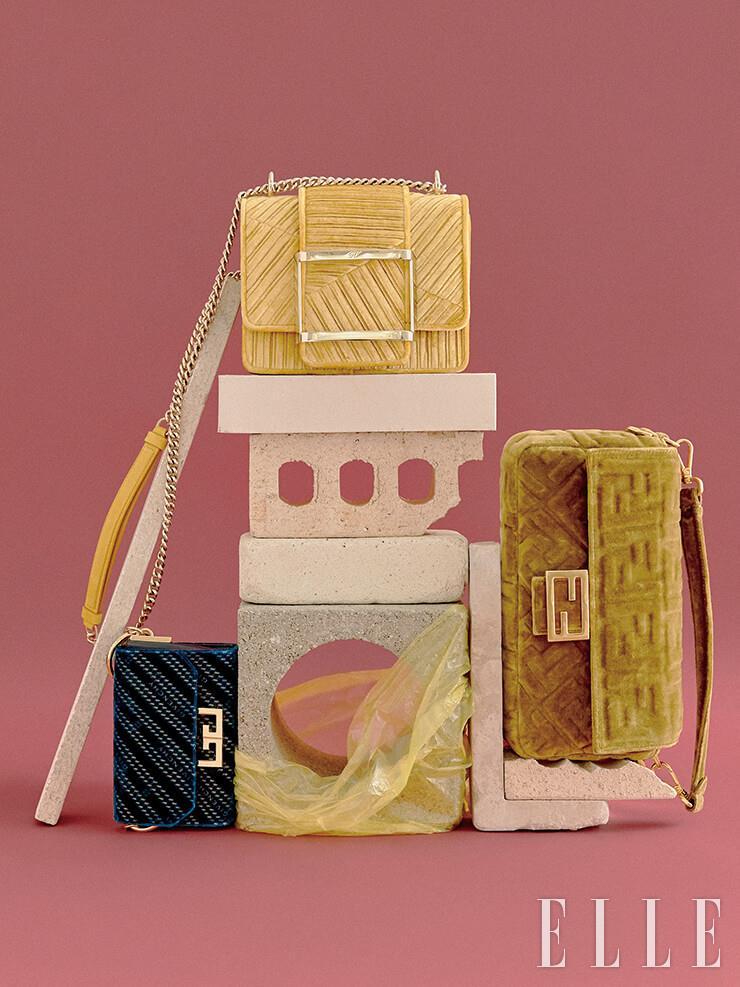 옐로 컬러의 벨벳 체인 백은 3백20만원, Roger Vivier. 짙은 네이비 컬러의 벨벳 미니 백은 2백78만원, Givenchy. 양각 패턴의 바게트 백은 2백95만원, Fendi.