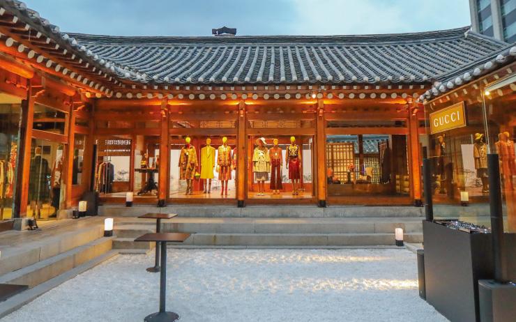 서울의 아름다운 한옥에서 구찌 2020 크루즈 컬렉션을 만났다.