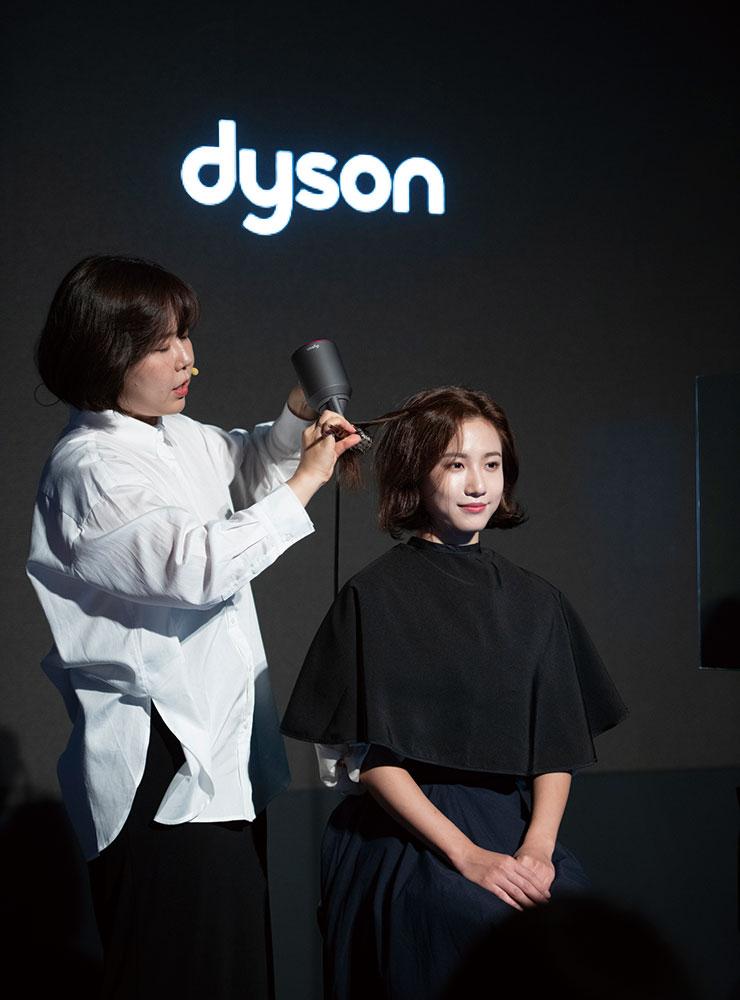 꼼나나 박제희 원장이 스타일링 팁을 선보이는 모습.