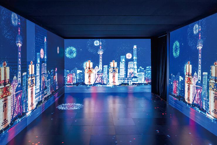 상하이의 밤과 후의 비첩 자생 에센스 스페셜 에디션을 영상으로 표현한 미디어 아트 존.