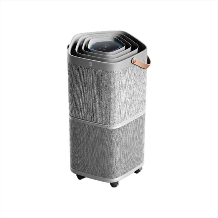손잡이와 바퀴가 부착돼 있어 이동이 편리한 '퓨어 A9' 공기청정기. 디스플레이를 끄는 나이트 모드와 저소음 기능처럼 숙면을 위한 친절함이 반갑다. 89만9천원(18평형), Electrolux.