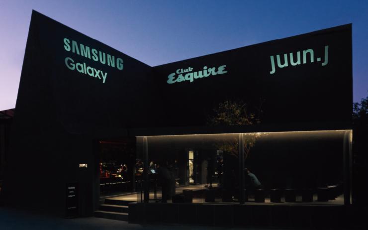 이번 '클럽 에스콰이어' 행사에는 삼성 갤럭시와 준지가 함께했다. 이에 삼성전자 무선사업부 디자인팀장인 강윤제와 준지의 크리에이티브 디렉터 정욱준을 초대했다. 오래도록 마음에 남을 그들의 이야기를 지면으로 옮겼다.