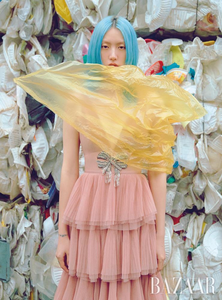 재활용 폴리에스테르로 만든 튤 드레스는 29만9천원 H&M.