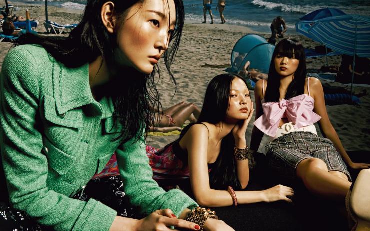 세 소녀가 떠나는 상상 속의 여정.
