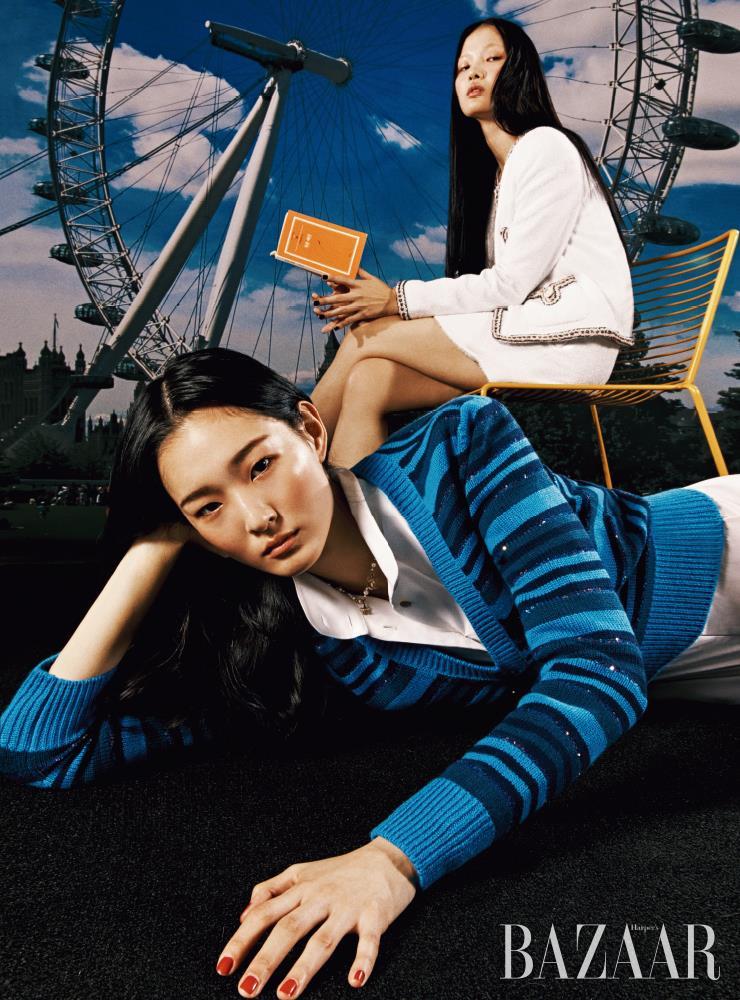 (왼쪽부터) 서현이 입은 풀오버, 점프수트, 목걸이, 주향이 입은 트위드 재킷, 스커트는 모두 Chanel.