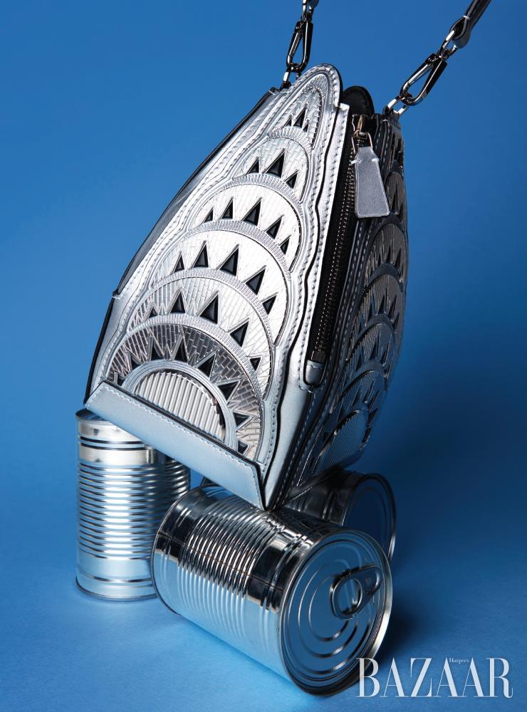 뉴욕 크라이슬러 빌딩에서 영감받은 '크라이슬러 백'은 Louis Vuitton.