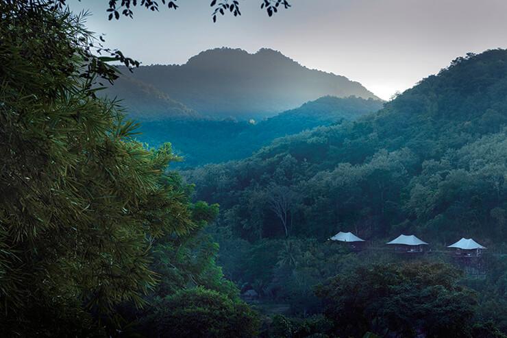웅장한 자연 속에 위치한 로즈우드 루앙프라방.