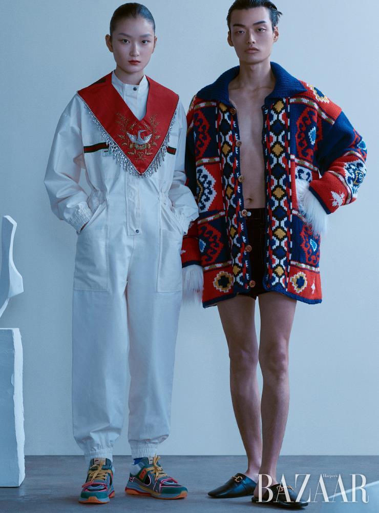 (왼쪽부터) 지현이 입은 점프수트는 3백33만원, 크리스털 장식 넥 장식은 6백만원, 스니커즈는 1백17만원, 패트릭이 입은 니트 재킷은 8백90만원, 벨벳 쇼츠는 1백25만원, 퍼 장갑은 72만원, 슬라이드는 95만원 모두 Gucci.