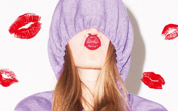 립스틱 바른 입술을 하얀 종이에 대면 다양한 모양의 립 마크가 새겨진다. 립 셰이프로 알아보는 나의 성향은 무엇?