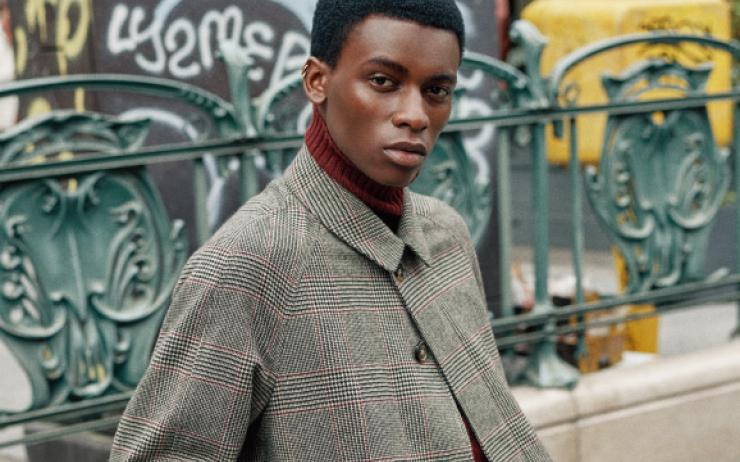스웨터 입고 파리 동네 한 바퀴