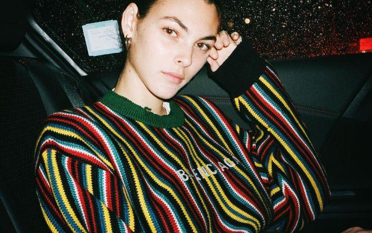 데일리 룩의 스테디셀러 스트라이프 니트. 언제 입어도 기분 좋은 줄무늬 입는 법을 스타들에게 배워볼까요?