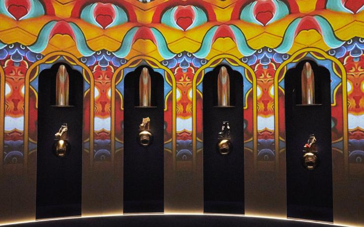 부탄의 상징적인 문양에서 영감을 얻은 프레젠테이션 공간.