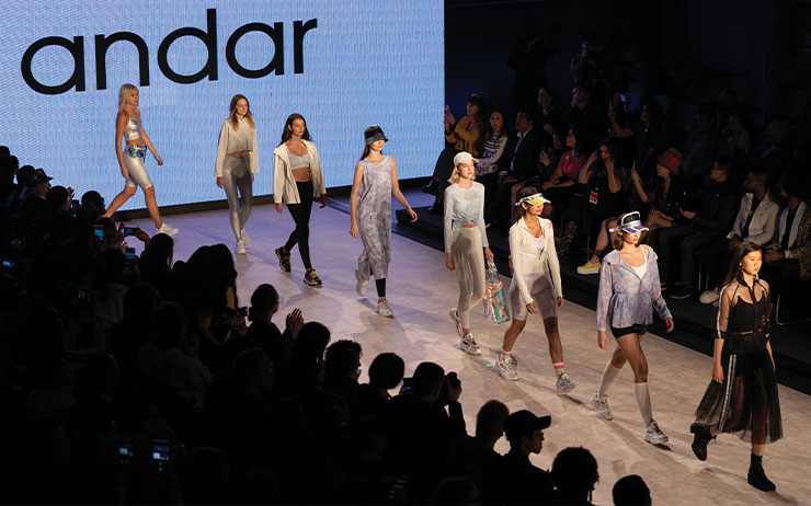 러닝과 하이킹을 즐기는 에디터가 액티브 웨어 브랜드 안다르와 함께 밴쿠버를 다녀왔다. 안다르의 첫 패션 위크와 안다르 아이템으로 연출한 에디터의 리얼 애슬레저 룩 이야기.