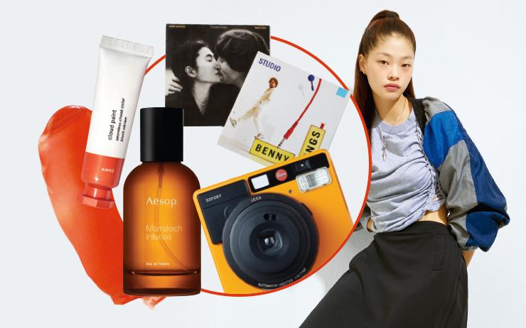 외꺼풀, 도톰한 입술, 묘한 분위기. 매력적인 캐릭터로 패션계를 사로잡은 모델 김아현의 사적인 취향들.