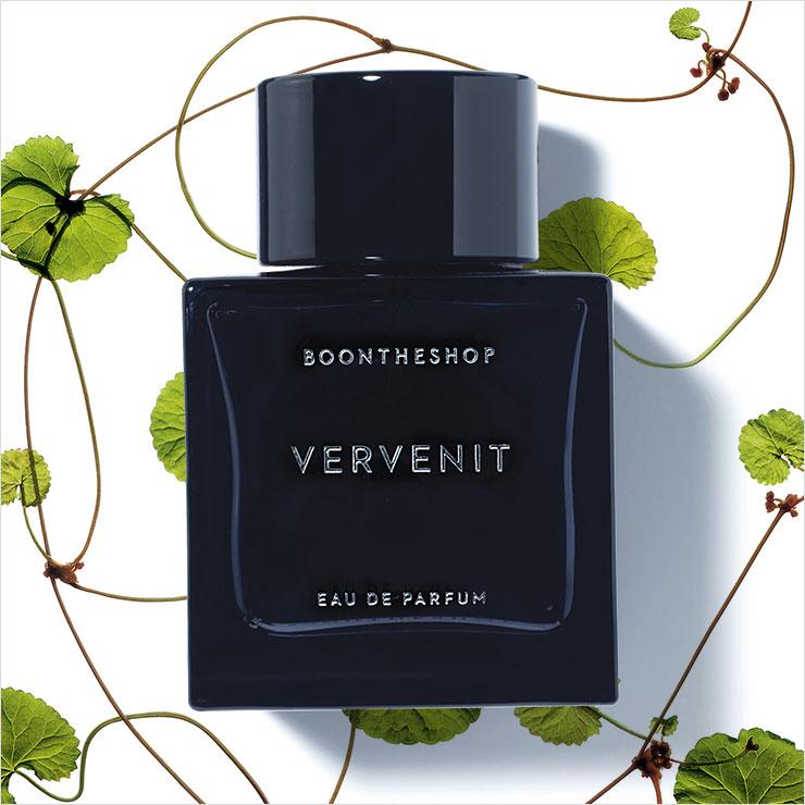베르가못과 베티버, 파촐리, 시더우드 향이 질 좋은 흙 내음 가득한 숲길을 걷는 듯하다. 영혼이 정화되는 듯한 향수는 버베니트, 18만8천원, Boontheshop by La Perva.