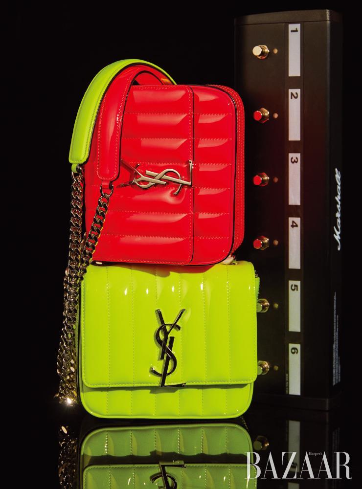 네온 컬러의 '비키' 체인 백은 모두 Saint Laurent by Anthony Vaccarello.