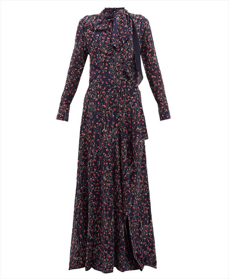 밑단에 슬릿 장식을 더한 맥시 드레스는 가격 미정, Chloé.