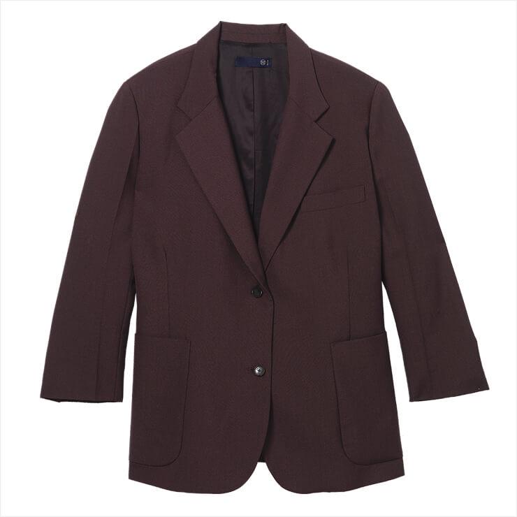 간결한 디자인의 재킷은 39만8천원, Recto.