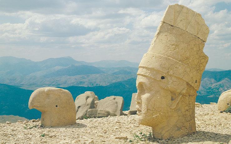 동쪽에서 시작해 서쪽에서 끝나는 터키 여행. 남동부 샨르우르파와 아드야만에서 인류 문명의 기원을 만나고, 유럽과 아시아의 길목인 이스탄불에서 역사 속 거대 제국의 터를 거닌다.