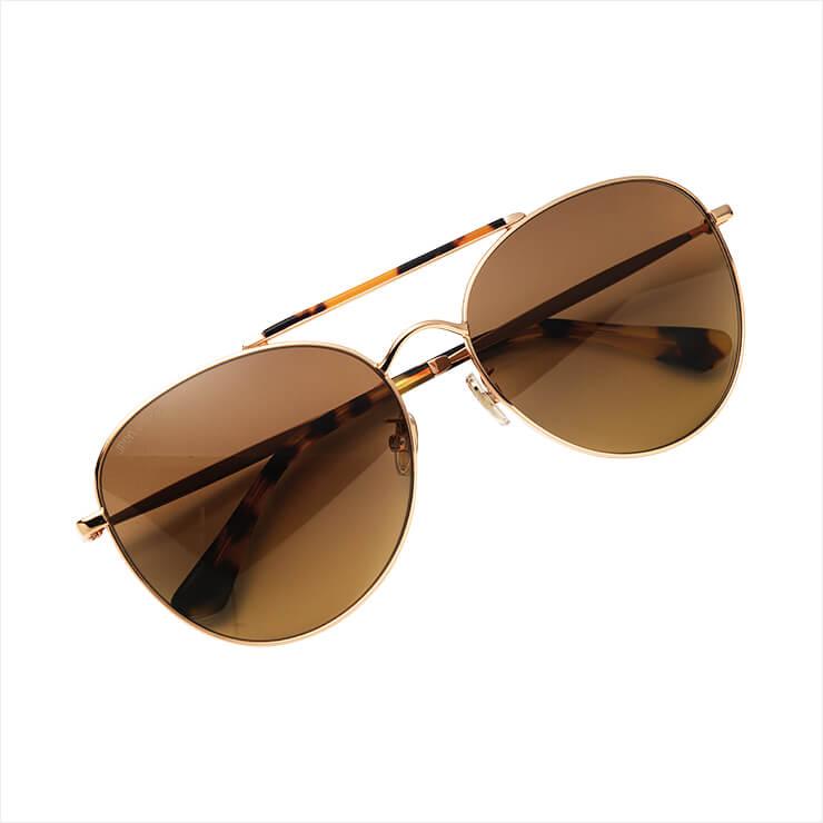 매니시한 디자인의 보잉 선글라스는 가격 미정, Jimmy Choo.