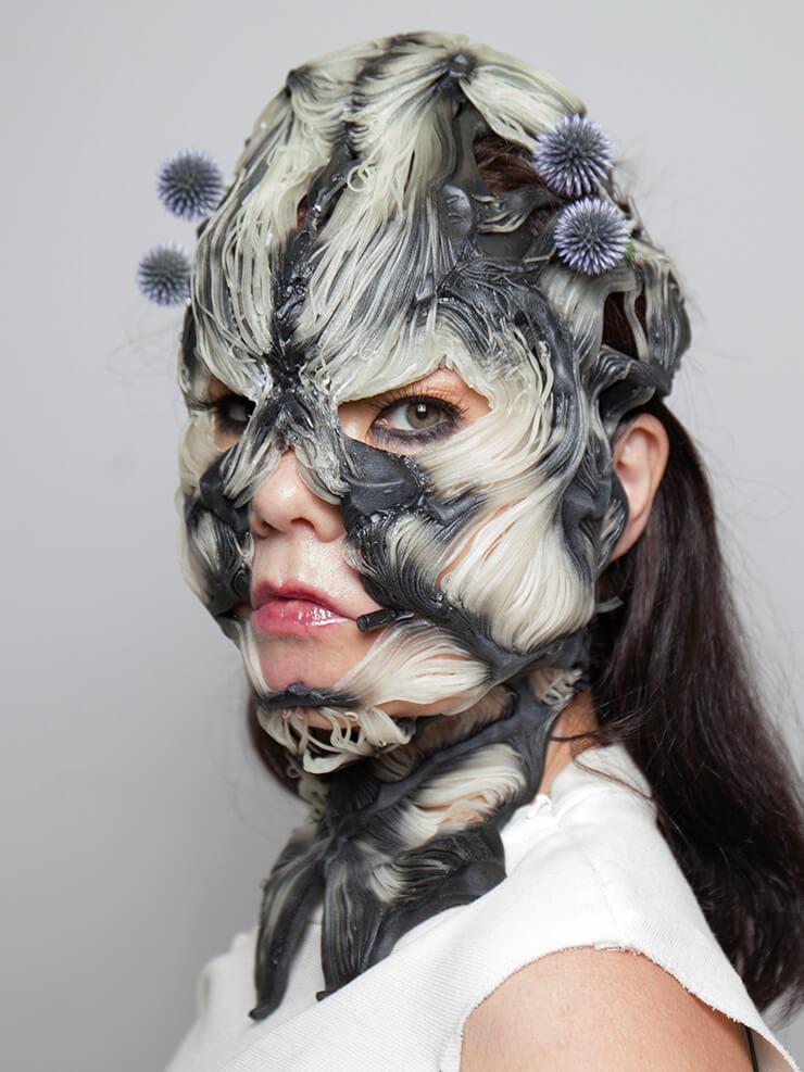 아이슬란드 출신의 가수 비욕을 위해 특별 제작한 마스크. 3D 프린터로 인간의 근육과 골격의 질감을 그대로 재현했다.