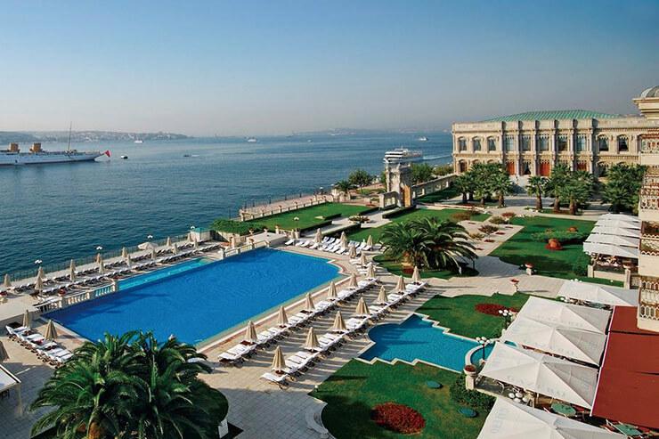 옛 궁전을 개조한 사라간 팰리스 켐핀스키 호텔은 특히 아름다운 공간으로 유명하다.